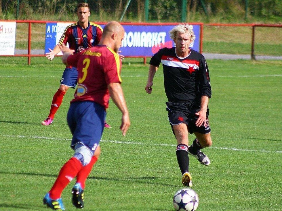 Mikulovice versus Orlová (černé dresy).