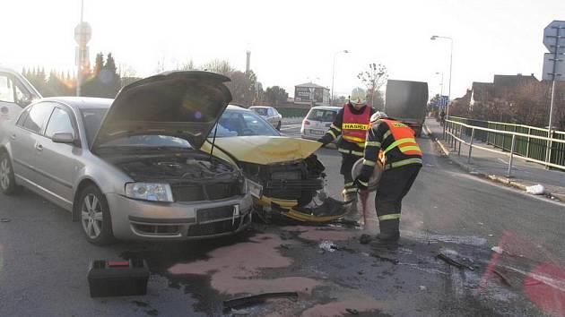 Dvě osobní auta se srazila ve středu 1. února v patnáct hodin v Třebovské ulici v Mohelnici
