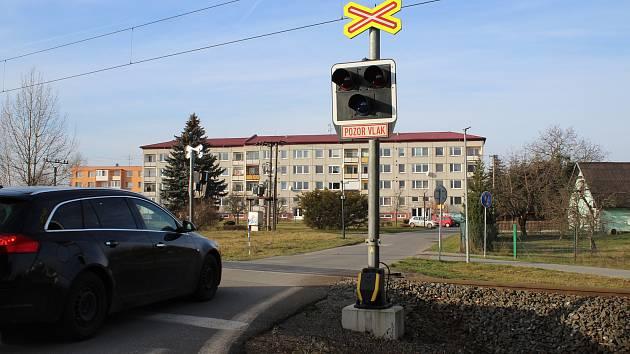 Místo smrtelné srážky cyklisty s vlakem v Postřelmově na konci roku 2019.