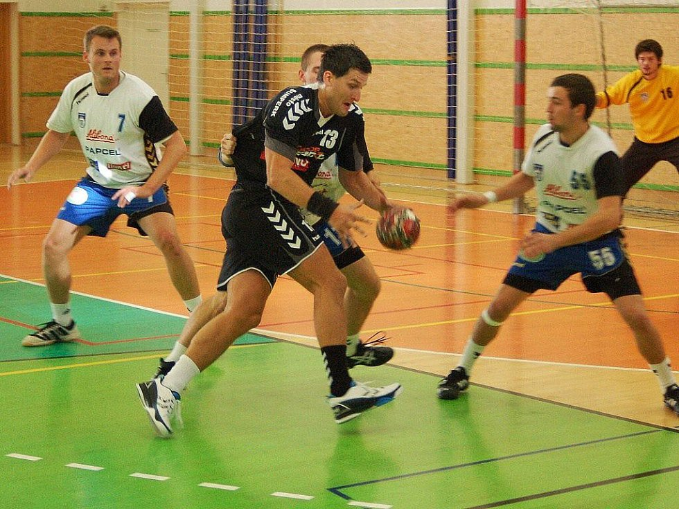 Šumperští házenkáři (černé dresy) zdolali v prvoligovém utkání Litovel