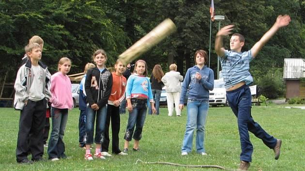 . Ukrajinské děti na táboře v Račím údolí změřily své síly, dovednost a obratnost při olympiádě.