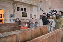Snímky z natáčení dokumentu.