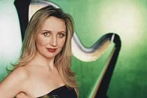 Jedním z interpretů, kteří vystoupí na Klášterních hudebních slavnostech v Šumperku, je špičková harfistka Jana Boušková