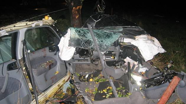 Při nehodě v Supíkovicích na Jesenicku zemřeli čtyři mladí lidé.