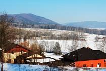 Motokrosový areál Rapotínská stráň při pohledu z lokality Nové Domky.