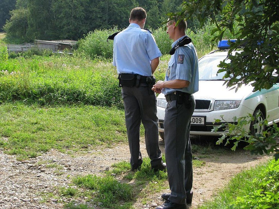 Policisté hlídají v Úsově místo činu