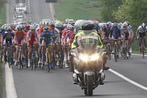 Cyklistický Závod míru v kategorii do třiadvaceti let letos zavítá i do Jeseníku. Snímek je ze startu loňského ročníku.