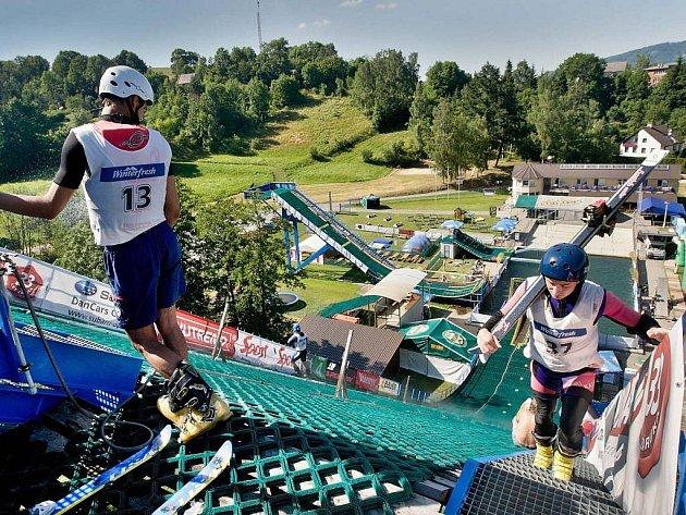 Pohled na Acrobat Park ve Štítech během závodů Světového poháru