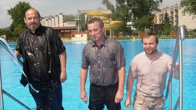 Bazén pokřtili včera Miloš Termer, Petr Blažek a Petr Suchomel (zleva).