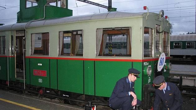 Motorový vůz M 120.437 oslavil osmdesáté narozeniny jízdou do Uničova