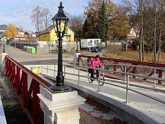 Zrekonstruovaný památný most na konci ulice Husova v Jeseníku.