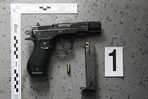 Zajištěná plynová pistole po incidentu v Postřelmově