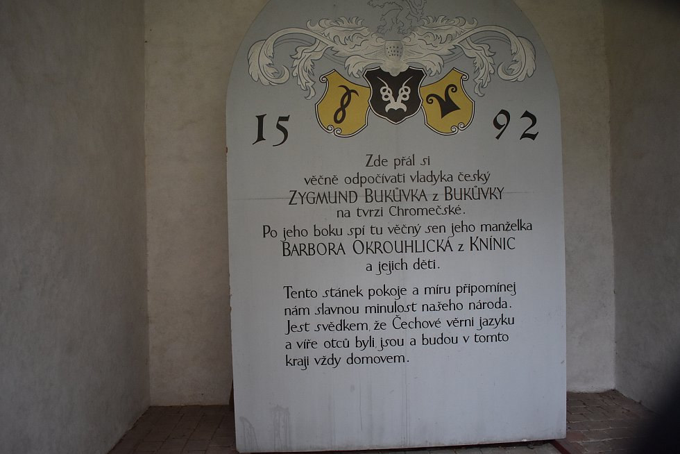 Postřelmov - hrobka Bukůvků z Bukůvky.