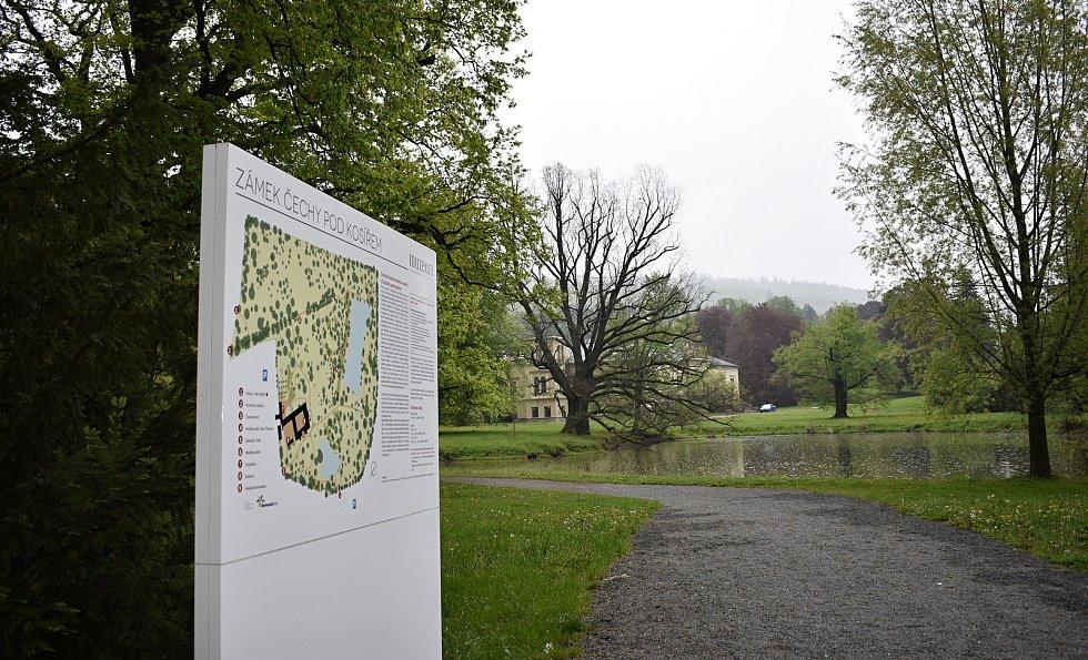 Nejen romantický park, ale interiéry zámku v Čechách pod Kosířem jsou k dispozici veřejnosti.