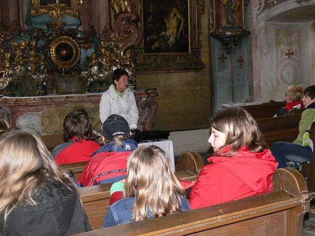 Netradiční vyučování školy z Velkých Losin se 21. dubna se odehrávalo na nádvoří i v zámeckých komnatách zdejšího renesančního zámku