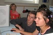 Vzdělávají se. Kamil Hegr pomáhá dětem zvládat svět počítačů.