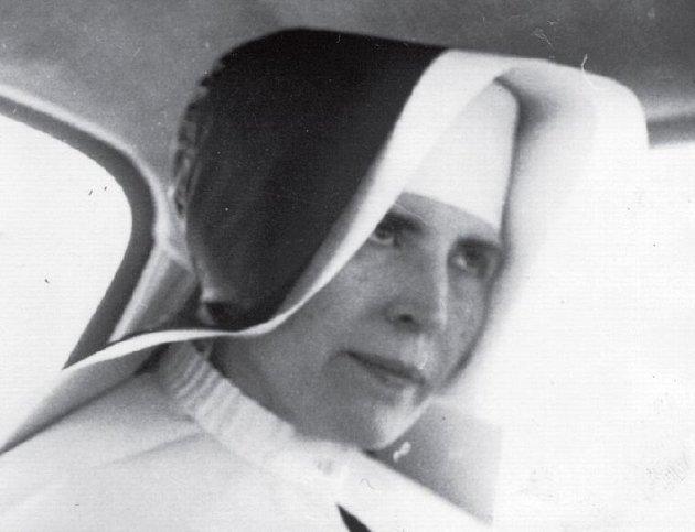 Řeholnice Vojtěcha Hasmandová na snímku zroku 1962za svého působení ve Vidnavě.