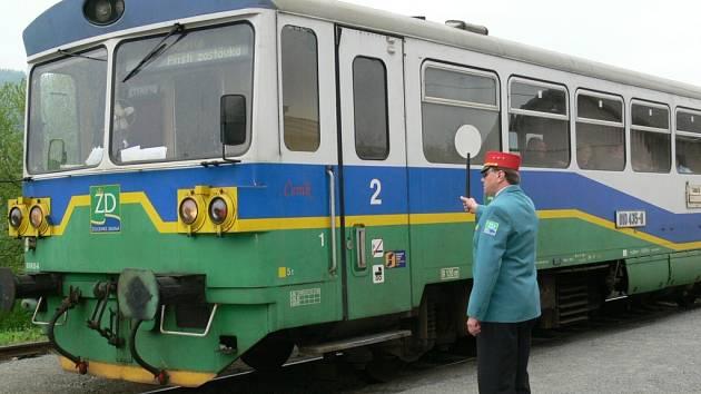 ODJEZD! Železnice Desná ročně přepraví statisíce cestujících.
