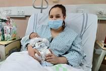 První miminko roku 2021 na Šumpersku je Sebastián Doležel. Na snímku s maminkou Petrou.