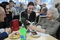 Splněním vánočních přání udělala Ježíškova vnoučata  v neděli 15. prosince radost klinetům Alzheimercentra v Zábřeze.