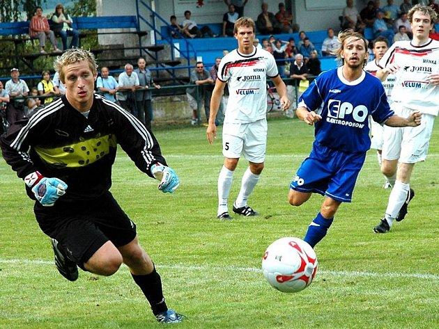 Losinští hráči (bílé dresy) udrželi druhé místo v divizi.