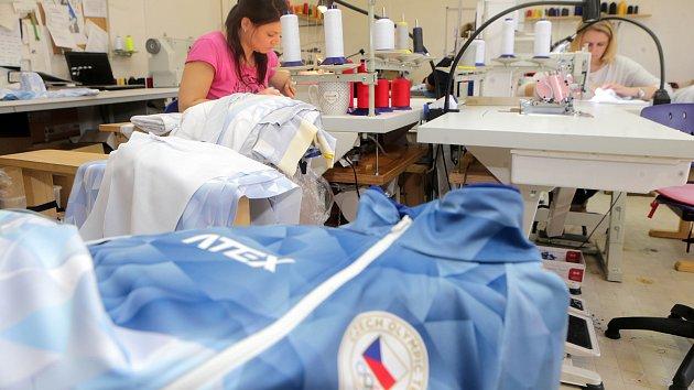 Oblečení pro olympioniky ušily švadleny v jesenické firmě