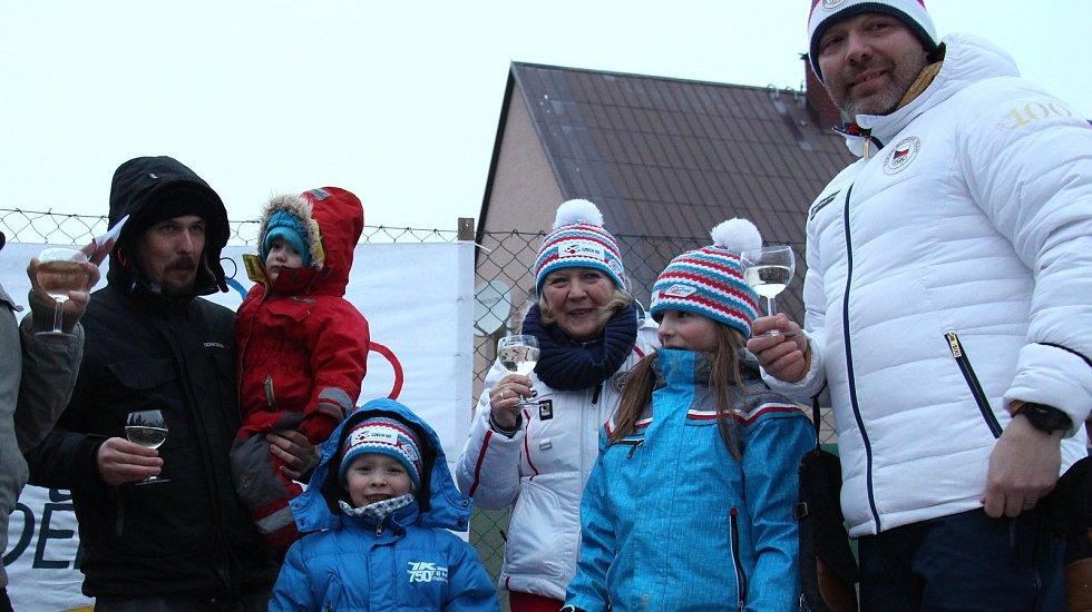 Obyvatelé Rudy nad Moravou přivítali své slavné rodáky Ondřeje (vlevo) a Tomáše (vpravo) Bankovy, trenéry dvojnásobné zlaté olympioničky Ester Ledecké.