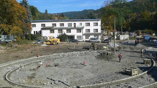 Snímky ze čtvrteční exkurze nového lyžařského areálu v Koutech
