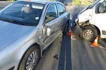 Na křižovatce v Jeseníku se srazila dvě auta.