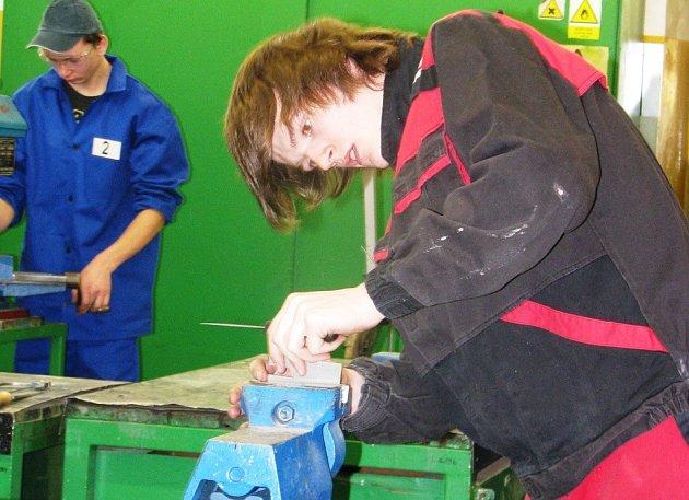 Nejlepší učni oboru strojní mechanik – zámečník z celého kraje se sjeli ve středu 5. března do Šumperka, kde se konalo krajské kolo soutěže odborných dovedností Kovo Junior 2014.