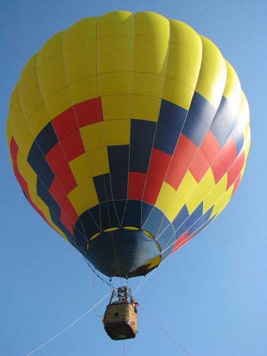 Nad Zábřehem se vznášel balon.