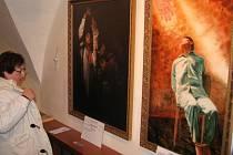 Obrazy a akvarely čínských exilových umělců vystavuje Galerie Tunklův dvorec v Zábřehu. Jedná se o díla autorů, kteří patří k hnutí Falun Gong, jenž čínský komunistický režim krutě pronásleduje a trestá