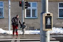 Na světelných křižovatkách v Šumperku často chodci čekají na zelenou marně.
