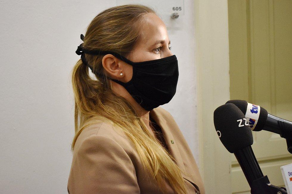 Krajská radní Zdeňka Dvořáková Kocourková (Piráti). Výjezd Rady Olomouckého kraje na Šumpersko a Jesenicko.