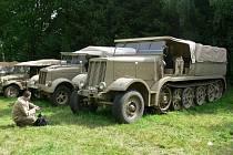 Dvacátý pátý sraz vojenských historických vozidel začal 1. července ve Zvoli (auta Vladimíra Léhara)