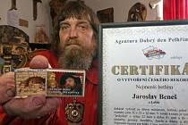 Řezbář Jaroslav Beneš zhotovil rekordní betlém do krabičky od sirek.
