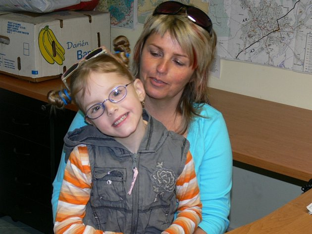 Jarmila Matýsková z Nového Malína s šestiletou Terezkou, kterou vychovává v pěstounské péči.