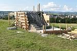 Stavba vyhlídky na Humenci v polovině července 2021.