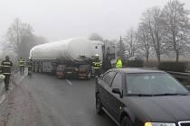 Cisterna havarovala 2. ledna v Mohelnici, srazila se s osobním vozem