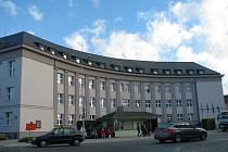 Spolu s novou střechou, okny a dveřmi dostala úřadovna zábřežské radnice na náměstí Osvobození také novou fasádu.