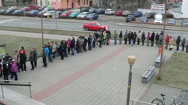 Necelá hodiny stačila v pondělí 3. března na to, aby v Zábřehu do posledního místečka vyprodali dubnový koncert písničkáře Jaromíra Nohavici.