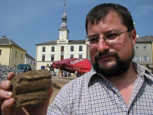 Obyvatelé Loštic mohou každý den sledovat archeology v akci.
