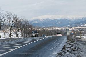 Nepříjemnému stoupání přes Bludovský kopec se řidiči po stavbě obchvatu Bludova vyhnou