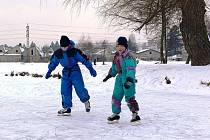 Zábřežský rybník Oborník je oblíbeným cílem bruslařů. Led je až patnáct centimetrů silný