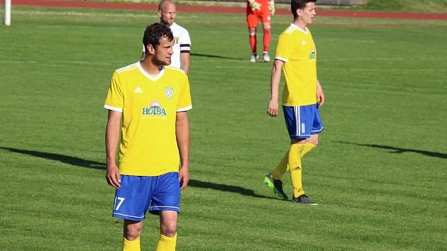 Lukáš Horák (vlevo) vstřelil v nedělním zápase proti Strání dva góly.