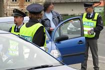 Policisté hledali drogy u šoférů.