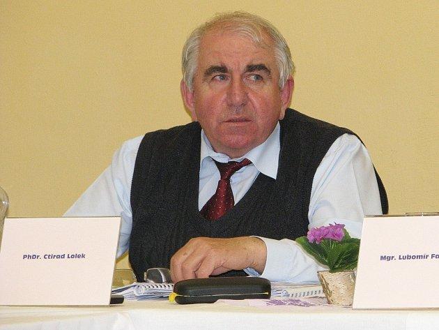 Starosta Loštic Ctirad Lolek (Nez. demokraté)na jednání zastupitelstva 11. 4. 2012.
