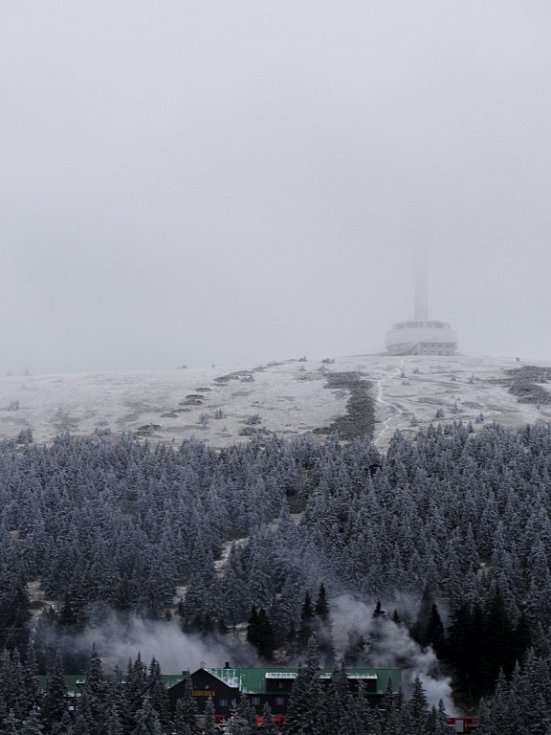 Chatu Barborka pod Pradědem zachvátil 4. prosince ráno požár.