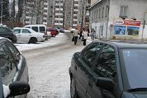 V některých ulicích Jeseníku bude platit do jara zákaz zastavení nebo stání. Řidiči tak budou obtížněji hledat místo k parkování.