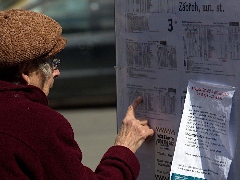 """Seniorka ze Zábřehu chtěla cestovat autobusem do blízké vesničky Kosovo. """"No nechám to na zítra"""", uvedla"""